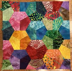 Image result for insanity quilt Star Quilts, Scrappy Quilts, Quilt Blocks, Quilting Projects, Sewing Projects, Projects To Try, Quilting Ideas, Hexagon Quilt, English Paper Piecing