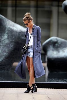 If you feel that trench coats are too much for the start of the fall season then you should know it depends on what you pair it with. Bring back some of your summer dos such as a white polo shirt and shorts and pair it with your trench coat and stylish shoes.
