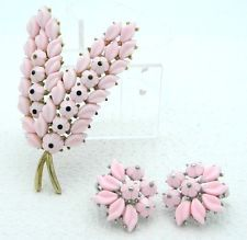 VTG CROWN TRIFARI Dual Tone Pink Thermoset Plastic Flower Brooch Pin Earrings
