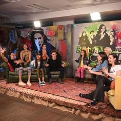 #Descendants2 superfan @ariana_greenblatt is hosting the ultimate LIVE viewing party with the cast of #Descendants2 right now #DisneyChannel. @kennyortegablog joins the cast for an exclusive LIVE chat after #RavensHome