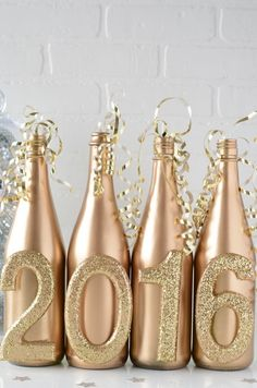 Make your New Year's Eve decoration earn Brownie points with these awesome New Years Eve Party Decorations. You'll love these NYE Party decoration ideas. New Years Wedding, New Years Eve Weddings, New Years Eve 2017, New Years Eve Day, Year 2016, Diy Wedding, New Years With Kids, Silvester Diy, New Year's Eve Crafts