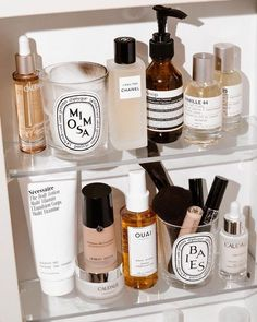 craffey when you're running low on content, throw all your prettiest products into a shelfie and call it a day 🕯➰ skin face skin no makeup skin requires commitment skin secrets skin tips Skin Secrets, Beauty Secrets, Skin Tips, Beauty Hacks, Beauty Products, Makeup Products, Beauty Tips, Clean Beauty, Beauty Skin