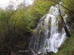 Si así de espectacular estaba la cascada de Xurbeo, en la Montaña Central de Asturias, hace un par de semanas, no quiero ni pensar cómo estará ahora después de las nevadas... #ecoturismo #montañacentraldeasturias #asturias