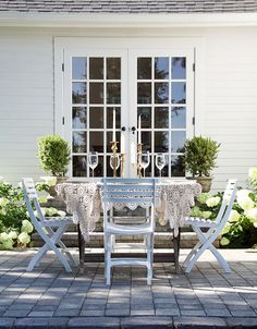 A Country Farmhouse: Outdoor Dining Patio.have the new dining room and french doors.next year hope to have this stone Patio Seating, Patio Dining, Outdoor Dining, Dining Table, Outdoor Decor, Deck Patio, Outdoor Tables, Patio Chairs, Lounge Chairs