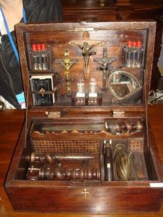"""Real 1800 vampire kit""; I would like to challenge that!  Still looks very good."