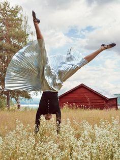 "lapetitecole: ""Natural High, Karlie Kloss photographed by Patrick Demarchelier for Vogue US December 2014 """