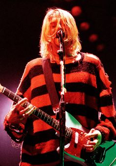 Nirvana's Kurt Cobain – in pictures - Fashion Nirvana Kurt Cobain, Kurt Cobain Style, Kurt Cobain Photos, Kurt Cobain Art, Dave Grohl, Foo Fighters, Kurt Corbain, Kurt Cobain's Death, 90s Grunge