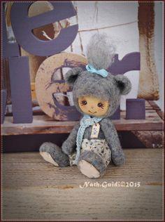 Petit compagnon en laine feutrée au visage peint - nuance bleu grisé