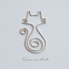 Mirr-Murr cat bookmark made with 18 gauge soft silver-plated wire by TuranianWalk on Etsy. This look could easily be emulated to create wire jewelry, too.La fonction MIRR-Murr signet fil chat par TuranianWalk sur Etsy PlusMirr-murr is a tomcat. Cat Jewelry, Wire Jewelry, Jewelry Crafts, Handmade Jewelry, Jewlery, Sculptures Sur Fil, Wire Bookmarks, Wire Art Sculpture, Metal Sculptures