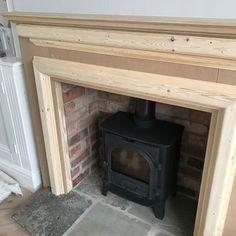 Kaminverkleidung Holz - The Hoppy Home Diy Fire Surround, Wooden Fireplace Surround, Wood Burner Fireplace, Small Fireplace, Bedroom Fireplace, Fireplace Remodel, Living Room With Fireplace, Fireplace Surrounds, Fireplace Design