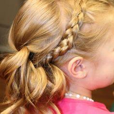 Coiffure de petite fille sage : la tresse auréole