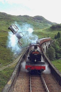 Ford Anglia d'Arthur Weasley & Hogwarts Express (Harry Potter and the Chamber of Secrets)