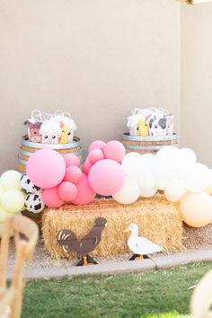 Farm Animal Party, Farm Animal Birthday, Barnyard Party, Farm Birthday, Farm Party, 2nd Birthday Party For Girl, Second Birthday Ideas, Wooden Animals, Balloon Garland