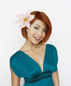} Yes, the former Willow from Buffy the Vampire Slayer went on to HIMYM stardom--and we look back at her career as a quirky sex symbol! Alyson Hannigan, Cool Bobs, Vampires, Prettiest Actresses, Amanda Bynes, Buffy The Vampire, American Actress, American Pie, Neue Trends