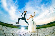 いいね!139件、コメント3件 ― motoki kobashiさん(@motoki584)のInstagramアカウント: 「#ジャンプ #jump #魚眼 #青空 #結婚写真 #花嫁 #プレ花嫁 #結婚式 #婚約 #カメラマン #前撮り #ウェディングフォト #家族写真 #wedding #weddingphoto…」