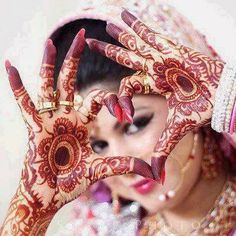 Mehndi Designs will blow up your mind. We show you the latest Bridal, Arabic, Indian Mehandi designs and Henna designs. Indian Bride Photography Poses, Indian Bride Poses, Mehendi Photography, Indian Wedding Poses, Indian Wedding Couple Photography, Indian Bridal Photos, Bridal Photography, Bengali Wedding, Photography Couples