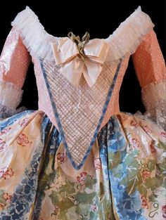 DÉTAIL DE LA ROBE DE LA REINE MARIE-ANTOINETTE, 1776.    Detail of the paper dress of Marie-Antoinette dated in 1776. Inspired by a print representing the Queen in a theatrical costume. Created by Isabelle de Borchgrave.
