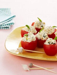 Appetizer recipes: Italian-Stuffed Cherry Tomatoes (great for a summer potluck or picnic) Potluck Appetizers, Picnic Potluck, Picnic Dinner, Summer Potluck, Appetizer Salads, Picnic Foods, Appetizer Recipes, Healthy Party Snacks, Party Food And Drinks