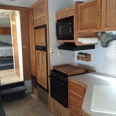 2004 Used Dutchmen Dutchmen Fifth Wheel in Georgia GA.Recreational Vehicle, rv, 2004 Dutchmen Dutchmen , Very clean. Large picture window with recliner. Pull out couch, booth dining/sleeping and double bed. Range/oven vented outside. Glass shower door with private vented toilet. Huge amount of storage. Two propane tanks. New canopy over slide-out. Front canopy in excellent condition with light strip. All household goods plus TV included. $9,600.00 6788776316