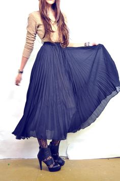 ViNTAGE CRINKLY BLACK MAXi SKIRT