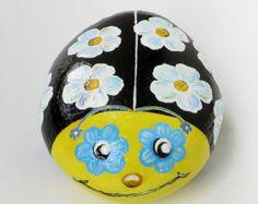 Heureux de coccinelle peint de pierre à la par MelindaRockPaintings