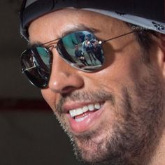 Enrique Iglesias Albums, Moving To Miami, Mirrored Sunglasses, Mens Sunglasses, Popular Artists, English, Life Is Hard, Record Producer, Sexy Men