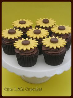 sunflower cupcakes   Sunflower Cupcakes   Flickr - Photo Sharing!