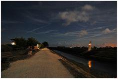 Ars en ré by night - promenade le long du petit port