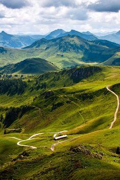 The endless green landscape in Austria. #austria #kitzbuhel #kitzbuehlerhorn #tyrol #green #landscpae #beatuy