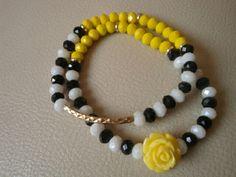 Juego de pulseras en cristales facetados, tubo de oro laminado y flor de resina