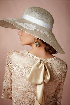 Midday Capeline from BHLDN - Big hats for The Kentucky Derby Beauty And Fashion, Womens Fashion, High Fashion, Mode Glamour, Fancy Hats, Big Hats, Mode Chic, Love Hat, Derby Hats