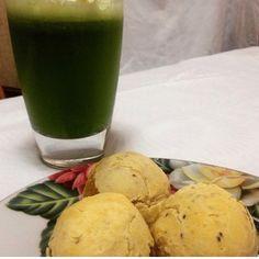 Café da manhã reforçado  Suco verde (1 limão  2 folhas de couve  bastante hortelã  gengibre  maçã  1 pedaço de pepino e água de coco)  pães de mandioquinha sem glúten  pasta de tofu  #vegan #vegano #vegans #veganfood #instafood #veganlife #crueltyfree #veganism #vida #eatclean #nutricaofuncional #lactosefree #eggfree #dailyfree #bomdia #health #healthy #healthcare #healthychoices #healthylifestyle #diabetes #diabeteslife #dicasdanutri #dicasdamari #marinutri by marianemarques.nutri