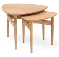 Mysig liten möbelserie i massiv björk som består av soffbord, satsbord, fåtölj, fotpall och gungstol.Du kan även välja dynor i tre olika tyger för att skapa din personliga stil.Från Torkelson. Satsbord i massiv oljad ek. Antal per förpackning: 2 st i olika storlekBredd: 61/49 cmHöjd: 46/42 cmDjup: 60/48 cmVikt: 10 kg