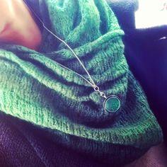 Buna noastra prietena este verde! Tu ce culoare esti? #bijuterra #bijuterraro #bijuterii #bijuteriicupoveste #cadoulperfect #verde #amintiri #pandantivinox