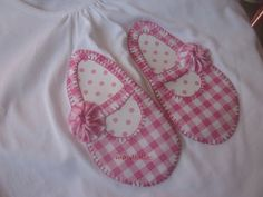 sweet little shoes Baby Applique, Applique Quilts, Embroidery Applique, Free Machine Embroidery, Hand Embroidery Designs, Applique Designs, Applique Ideas, Cute Sewing Projects, Sewing Crafts