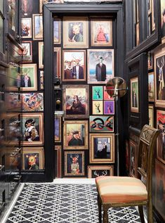 Inside Designer Sheila Bridges's Ravishing Home in Harlem. In Sheila's Van Doe wallpaper, a deer stands in as the subject of many famous paintings. She uses the print to enliven a hallway. Crazy Wallpaper, Wallpaper Samples, Wallpaper Patterns, Wallpaper Ideas, Wallpaper Gallery, Print Wallpaper, Black Wallpaper, Deco Nature, Digital Wall