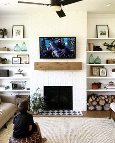 This type of chimney decor living room is honestly an outstanding style techniqu. - This type of chimney decor living room is honestly an outstanding style techniqu… - Bookshelves Around Fireplace, Built In Around Fireplace, Tv Over Fireplace, Small Fireplace, Home Fireplace, Living Room With Fireplace, Home Living Room, Living Room Decor, Fireplace Remodel