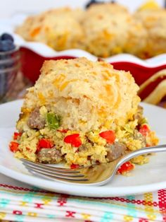 Breakfast Biscuit Pot Pie - Breakfast at its best with this buttery biscuit pot pie that's filled with sausage, eggs & peppers! Breakfast Biscuits, Breakfast Bake, Sweet Breakfast, Breakfast Casserole, Breakfast Ideas, Breakfast Dishes, Delicious Donuts, Delicious Breakfast Recipes, Brunch Recipes