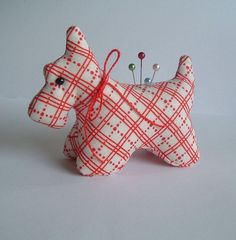 Plaid Scottie Dog Pincushion Made with Reproduction Feedsack Fabric Fabric Crafts, Sewing Crafts, Sewing Projects, Craft Projects, Sewing Kits, Scottish Terrier, Bodo, Dog Crafts, My Sewing Room