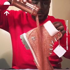 Ideas for tan combat boats outfit winter vs pink Glitter Nike Shoes, Glitter Nikes, Bling Shoes, Glitter Timberlands, Glitter Outfit, Custom Painted Shoes, Custom Shoes, Diy Fashion, Ideias Fashion