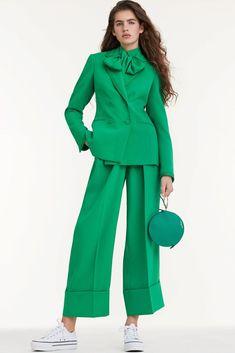 The complete Sara Battaglia Spring 2018 Ready-to-Wear fashion show now on Vogue Runway. Fashion 2018, Fashion Week, Modest Fashion, Look Fashion, Runway Fashion, Trendy Fashion, Fashion Dresses, Fashion Design, Fashion Trends