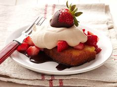 Toasted Pound Cake With Strawberries and Chocolate Cream