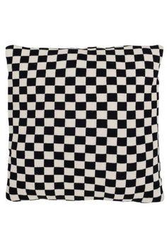 coussin damier noir et blanc Graphique chic : 20 meubles et accessoires déco noir et blanc  coussin damier noir et blanc