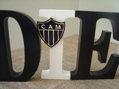 Preço para nomes de 5 letras  Altura da letra 15 cm  Peça de mdf (madeira)  Pintada a mão e com símbolo do time do coração
