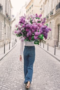 Big purple flower arrangement, 70s jeans, flared jeans, on the streets