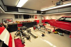 Nothing is more rewarding than a manly full-scale garage renovation. When your residential options are limited, these 50 man cave garage ideas will help. Man Cave Garage, Man Cave Basement, Garage Shop, Garage House, Garage Logo, E36 Cabrio, Plan Garage, Garage Atelier, Porsche