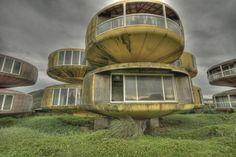Abandoned futuristic hotel in Taiwan. 未来建築の廃墟