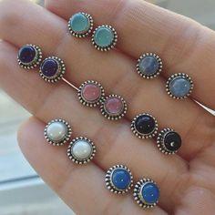 Pode ser um de cada cor? 💜 Brincos pedras naturais 😍Prata 925 💜Informações através do WhatsApp (11)95454-4550