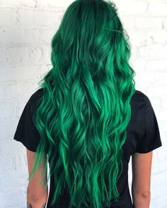 Vivid Hair Color, Green Hair Colors, Hair Dye Colors, Cool Hair Color, Emerald Green Hair, Dark Green Hair, Coloured Hair, Mermaid Hair, Grunge Hair