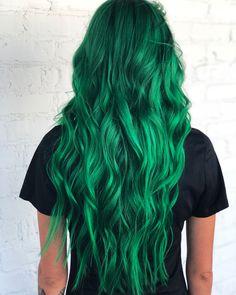 Vivid Hair Color, Hair Dye Colors, Cool Hair Color, Emerald Green Hair, Pulp Riot Hair, Coloured Hair, Mermaid Hair, Grunge Hair, Pretty Hairstyles